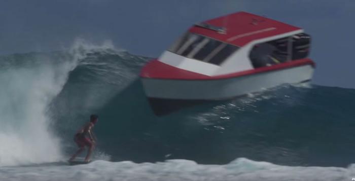 Gabriel Medina avoids boat