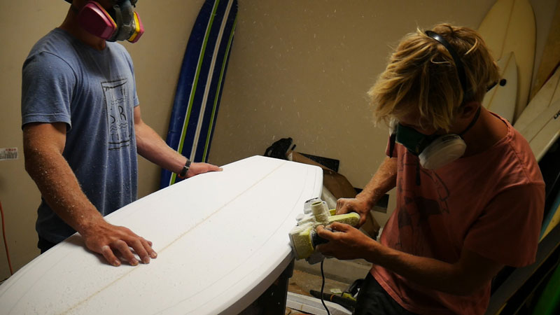 Shaping the rails of the surfboard