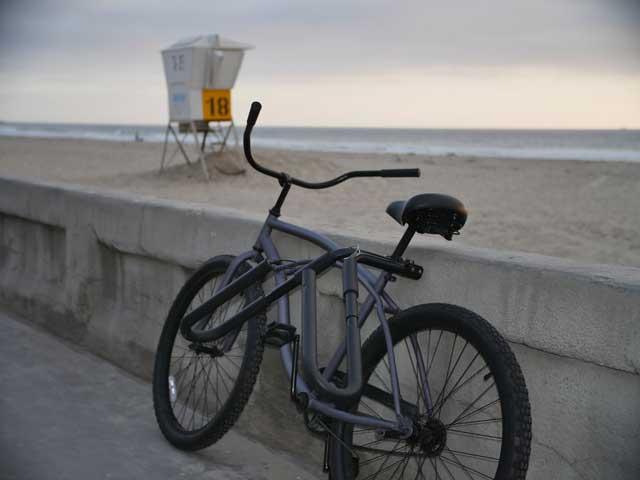 Beach cruiser bike with surfboard rack