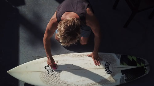 Remove wax from your surfboard