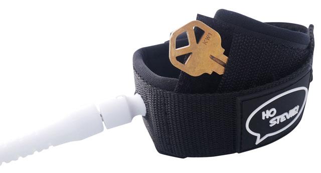 Key pocket in cuff of surfboard leash