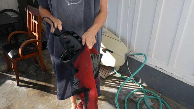 Using wetsuit hanger